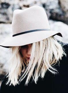 White floppy fedora #styleblogger #HatsForWomenSpring #HatsForWomenFloppy