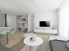 Obývačka vo svetlých tónoch Office Desk, Furniture, Home Decor, Desk Office, Desk, Home Furnishings, Interior Design, Home Interiors, Decoration Home