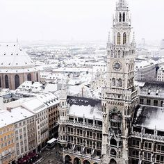 Magical snowfall in Marienplatz ❄ ~ Munich, Germany Photo: @mjcskye Awesome! 👏 TAG someone you would spend Christmas holidays with in this magical place! ❤ #living_europe #munich #munchen #travel #ig_deutschland #bestplacestogo #germany #deutschland #deutschland_greatshots #igersgermany #münich #germanytourism #places_wow #visitgermany #europe #cityscape #cityview #loves_landscape #ig_europe #europa #super_europe #traveladdict #loves_europe #europe_tourist #travelphotography #postcardsf...