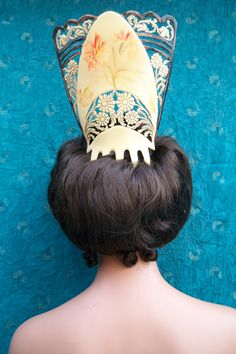 Hand painted mantilla style comb