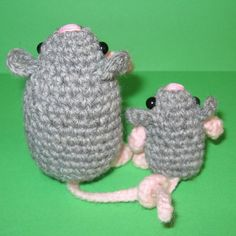 """Litte Mouse & his Mom. Pattern in """"Amigurumi Toy Box: Cute Crocheted Toys"""" by Ana Paula Rimoli :)"""