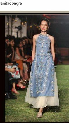 39 Ideas Skirt Ideas Outfit Maxi Source by ideas skirt Dress Indian Style, Indian Dresses, Indian Outfits, India Fashion, Ethnic Fashion, Woman Fashion, Indian Designer Suits, Kurta Designs Women, Kurti Designs Party Wear