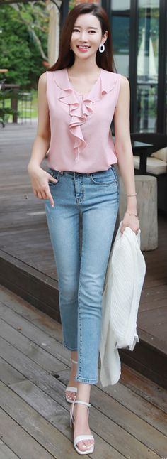 Stylish Office Jeans Ideas To Try For Women 93 Korean Fashion, Trendy Fashion, Womens Fashion, Trendy Style, Blouse Styles, Blouse Designs, Skirt Outfits, Casual Outfits, Mode Hijab