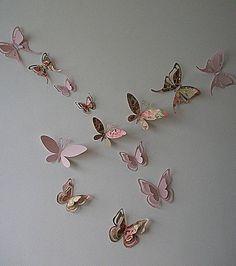 Kit borboletas 3D.  Este kit contém 10 borboletas sendo: 5 em papel de scrapbook liso 180g; 5 em papel de scrapbook florido 180g. FAÇO NAS CORES E TAMANHOS DESEJADOS.  * Elas variam de 14 cm de altura a maior e 4cm de altura a menor. * Podem ser usadas na parede como decoração de quarto e sala, em portas, janelas.  * Podem também ser usadas em decoração de aniversários. * Ficam lindas também como detalhes em caixinhas de presente, em murais, em arranjos de flor, toppers, topiaria e…