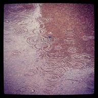 Llueve sobre la ciudad.