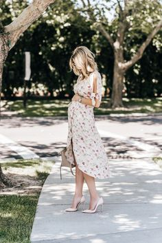 Maternity Style: Emily Jackson wearing a Floral Wrap Midi Dress @Nordstrom #Fall Fashion | The Ivory Lane