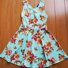 A gloomy day in LA won't stop us from whipping out this adorable dress!  Would you wear this? #artistscloth  #ClothingForTheCreative #WereAllArtistsHere
