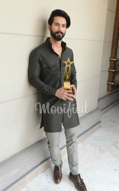 Indian Men Fashion, Mens Fashion, Fashion Trends, Shakti Arora, Mira Rajput, Shahid Kapoor, Indian Man, Bollywood, Dressing