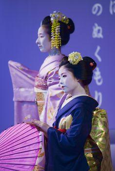 芸妓さんと舞妓さんのブログ Toshiyui and Fukuyu dancing Harusame by ONIHIDE on Flickr