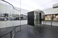 Raum der Gegenwart, 1930, conçu par Alexander Dorner aet Lászlò Moholy Nagy, realisé par Kai-Uwe Hemken et Jakob Gebert. vue de l'installation au Abbemuseum, 2010.