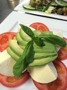 Oscar's Insalata Tricolore #instalata #tricolore #italian Oscars Pizza, Pizza Company, Food Pictures, Ethnic Recipes