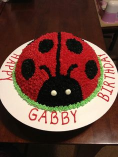 so much food dye but seems easy enough! Could use oreos for the black dots, Ladybug Cakes, Ladybug Party, Ladybug 1st Birthdays, First Birthdays, Lady Bug, Bug Birthday Cakes, Birthday Ideas, Cupcake Cakes, Owl Cupcakes