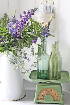 Take 5: Fresh Vintage Farmhouse Vignettes Starring the Vintage Scale