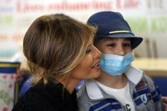 Melania Trump Photos Photos - United States First Lady Melania Trump visits the Pediatric Hospital Bambin Gesu on May 24, 2017 in Vatican City, Vatican. The President Trump and Fist Lady will return on Italy on Friday attending the Group of 7 Summit in Sicily. - Melania Trump Visits the Paediatric Hospital Bambin Gesu