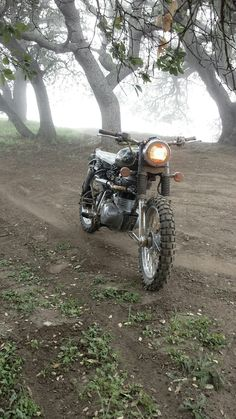 Royal Enfield, Scrambler, Off Road, Dirt Road, Motorcycle, Dirt Bike, Out Doors, Adventure https://www.tumblr.com/blog/motonoir