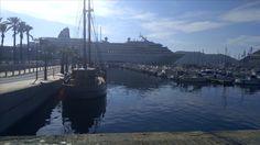 Puerto de Cartagena donde se puede ver un crucero así como la llegada de un crucero. Aquí se puede tratar el tema de los sectores económicos así como el enriquecimiento de ciertos empleos en épocas concretas del año. Todo ello con el fin de reflexionar y hacer al alumnado reflexionar sobre lo mismo.