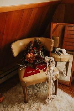 Boho bridal bouquet with macrame | Image by Abigail Renee Photography Bohemian Wedding Inspiration, Elopement Inspiration, Wedding Boots, Fall Wedding, Bouquet Charms, Mountain Elopement, Winter Bride, Table Set Up, White Mountains