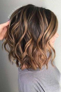 The Most Popular Medium Haircut Inspiration for 2018 - Wavy Layers and Caramel .- Most Popular Medium Haircut Inspiration for 2018 – Wavy Layers and Caramel Ribbons Curly Hair Styles, Medium Hair Styles, Brown Blonde Hair, Blonde Honey, Gray Hair, Balayage Hair, Hair Lengths, Hair Beauty, Wavy Layers