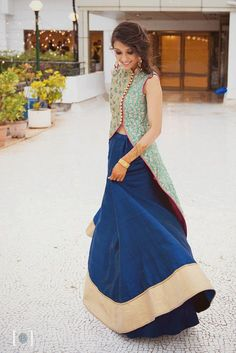 Best site to plan a modern Indian wedding, WedMeGood covers real weddings… India Fashion, Asian Fashion, Look Fashion, Pakistani Dresses, Indian Dresses, Indian Outfits, Indian Attire, Indian Ethnic Wear, Estilo India
