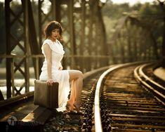 der zweite alte Koffer. Er gehörte meiner Grosstante (Jg. 1908) White Dress, Dresses, Fashion, Old Suitcases, White Dress Outfit, Moda, Vestidos, Fashion Styles, Dress