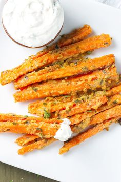 Garlic Parmesan Carrot Fries 23 Low-Carb Snacks To Eat When You're Trying To Be Healthy Diabetic Snacks, Healthy Snacks For Diabetics, Healthy Eating, Keto Snacks, Vegan Appetizers, Healthy French Fries, French Fries Recipe, Low Carb Recipes, Cooking Recipes