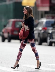 olivia palermo style icon ispirazione look outfit 2 Estilo Olivia Palermo, Olivia Palermo Lookbook, Olivia Palermo Style, Boyfriend Jeans, Charlize Theron, Vogue, Floral Pants, Ballerinas, Stilettos