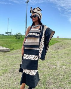 People from all over the world are fast embracing the African TRENDY XHOSA ATTIRE fabrics andthe designers truly deserve some accolades Xhosa Attire, African Attire, African Wear, African Print Dress Designs, African Print Dresses, African Dress, South African Traditional Dresses, Traditional Outfits, Traditional Wedding