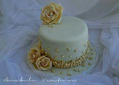 S & F Wedding Cake