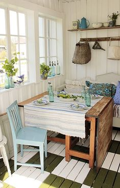 Not too shabby Cottage Living, Cozy Cottage, Cottage Homes, Cottage Style, Country Living, Farmhouse Style Bedrooms, Rustic Interiors, House Interiors, Kitchen Dining