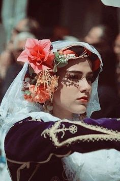 Beauty Around The World, Around The Worlds, Mediterranean People, Folk Costume, Costumes, Greek Girl, Folk Dance, Greece, Ethnic