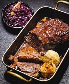 Rinderschmorbraten mit Rotkohl und Kartoffelklössen