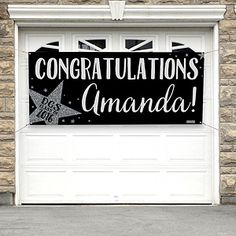 Love this sparkly personalized graduation party banner! SO Cute!! Great Graduation party idea!