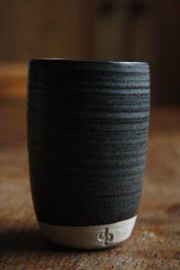 Dove Street Pottery base glaze: 40 Potash Feldspar, 20 Whiting, 25 China Clay and 15 Flint. for black: Nickel Oxide, Red Iron Oxide, Cobalt Carbonate Ceramic Techniques, Pottery Techniques, Glazing Techniques, Ceramic Clay, Ceramic Pottery, Slab Pottery, Thrown Pottery, Ceramic Bowls, Black Glaze Recipe