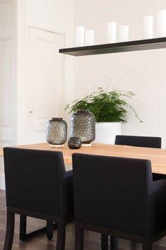 Huis in Leiden - Hoog ■ Exclusieve woon- en tuin inspiratie. Delft, Interior Inspiration, Leiden, Planter Pots, Dining Room, Design, Style, Interiors, Spaces