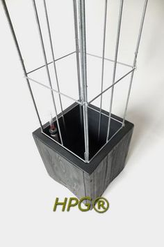 Planters with self watering system, and a wire colmn. New by Hivy Pillar Greenfashion (HPG) 2013 www.hivypillar.nl