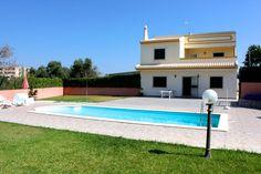 Cher Villa in Albufeira. Holiday Destinations. Where to stay in Albufeira. Vacation Rental in Albufeira. Alojamento local in Albufeira. // WarmRental // Find more: http://www.warmrental.com/cher-villa-albufeira-algarve/l.1132