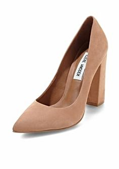 Featuring a chunky heel and pointed toe, the Steve Madden Primpy pump looks great with cropped pants.