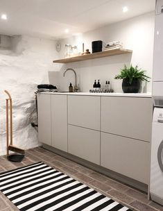 Make your utility room functional and stylish like 👌🏼 We love the result! See the inspirational before and after pictures. Minimalist Interior, Modern Interior, Laundry Room Inspiration, Tropical Interior, Laundry Room Organization, Laundry Rooms, Decoration, Sweet Home, House