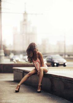urban day - Karen Abramyan 11 - Fashion Photography by Karen Abramyan High Fashion Photography, Lifestyle Photography, Outdoor Photography, Portrait Photography, Sunglasses For Your Face Shape, Photoshoot Concept, Street Portrait, Karen, Portrait Poses