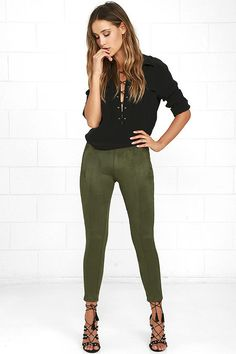 Set yourself up for seasons to come when you add the Made in the Suede Olive Green Suede Leggings to your wardrobe! Soft and stretchy medium-weight vegan suede features seamed detail that travels from the high-waist, down tapered pant legs with a cropped length. Exposed antiqued gold back zipper.