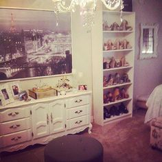 Latina Style Wars Real Latina Awes With Her Parisian Themed Room
