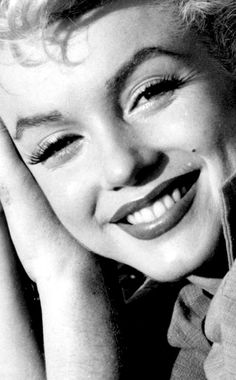 Resultado de imagen de Marilyn Monroe photographed by Ted Baron at her home in Palm Springs, 1954 Marilyn Monroe And Audrey Hepburn, Marilyn Monroe Artwork, Young Marilyn Monroe, Marilyn Monroe Portrait, Classic Actresses, Hollywood Actresses, Old Hollywood, Foto Portrait, Norma Jeane