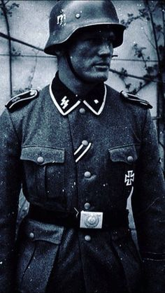Postcard of the first Flemish recipient of the Iron Cross Class, Jules… Ww2 Uniforms, German Uniforms, Military Photos, Military History, World War One, Second World, Germany Ww2, War Dogs, Men In Uniform