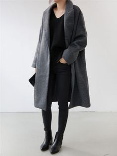 Cute minimalist winter outfit. All black.