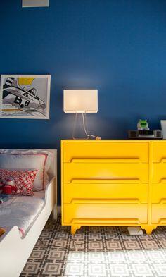 Chambre aux couleur électro pop sur The Socialite Family #room #kid #boy