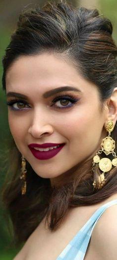 Indian Bollywood Actress, Bollywood Actress Hot Photos, Beautiful Bollywood Actress, Actress Photos, Indian Actresses, Deepika Padukone Dresses, Kareena Kapoor, Dipika Padukone, Hot Pink Lips