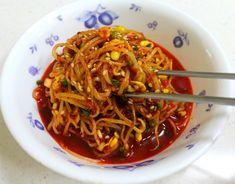 고기집에서 아르바이트하면서 배운 국물 자작한 콩나물무침 만드는 방법 Korean Side Dishes, Vegetarian Recipes, Cooking Recipes, K Food, Asian Recipes, Ethnic Recipes, Vegetable Seasoning, Korean Food, Food And Drink