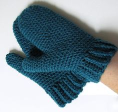 My first mittens More Source by geninsophie Crochet Mittens, Crochet Gloves, Crochet Bear, Crochet Slippers, Diy Crochet, Wrist Warmers, Hand Warmers, Patron Crochet, Loom Knitting