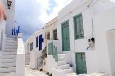 A voir absolument à Sifnos L'ancienne capitale de Sifnos est un village remarquable situé à l'est de l'île. Kastro signifie forteresse. Elle a été construite sur un rocher au bord d'une falaise et offre une vue panoramique incroyable sur la mer Égée. J'ai eu un véritable coup de cœur lors de ma balade près de…
