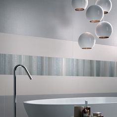 The various decorative wallpaper effect solutions – Arabesque, Evanescence and Used – ensure a perfect balance between elegance and modernity. Ceramica Tile, Bath Tube, Best Interior, Interior Design, Wallpaper Decor, Wall And Floor Tiles, Grey Walls, Arabesque, Home Accents